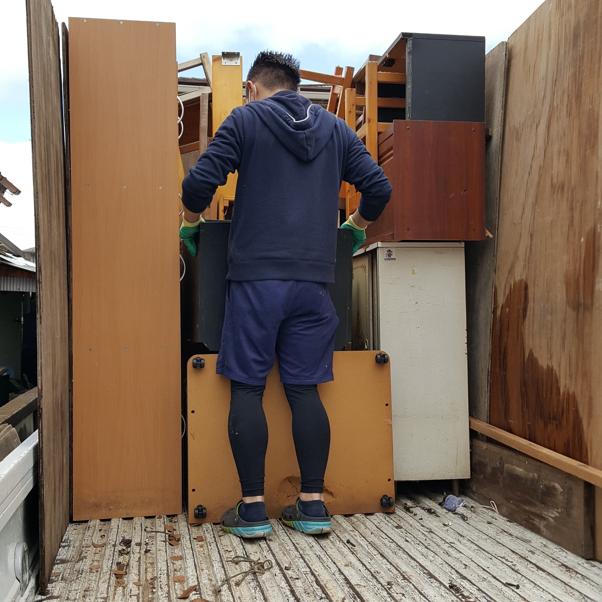 東京都日野市 2DK全ての家具(食器棚、本棚、ダイニングテーブルなど)の不用品回収