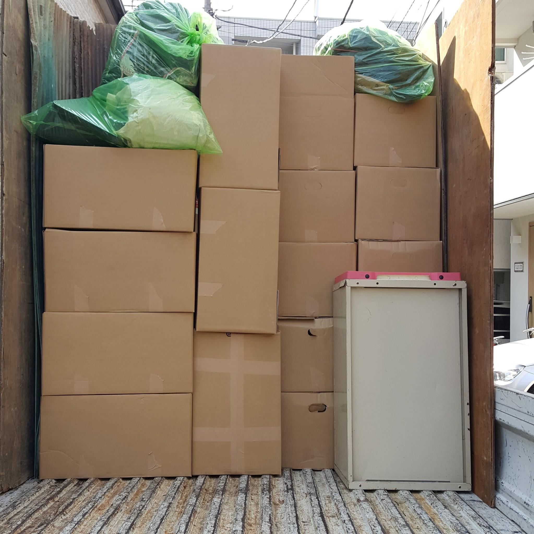 東京都多摩市  ごみ屋敷で周囲に気づかれずに回収