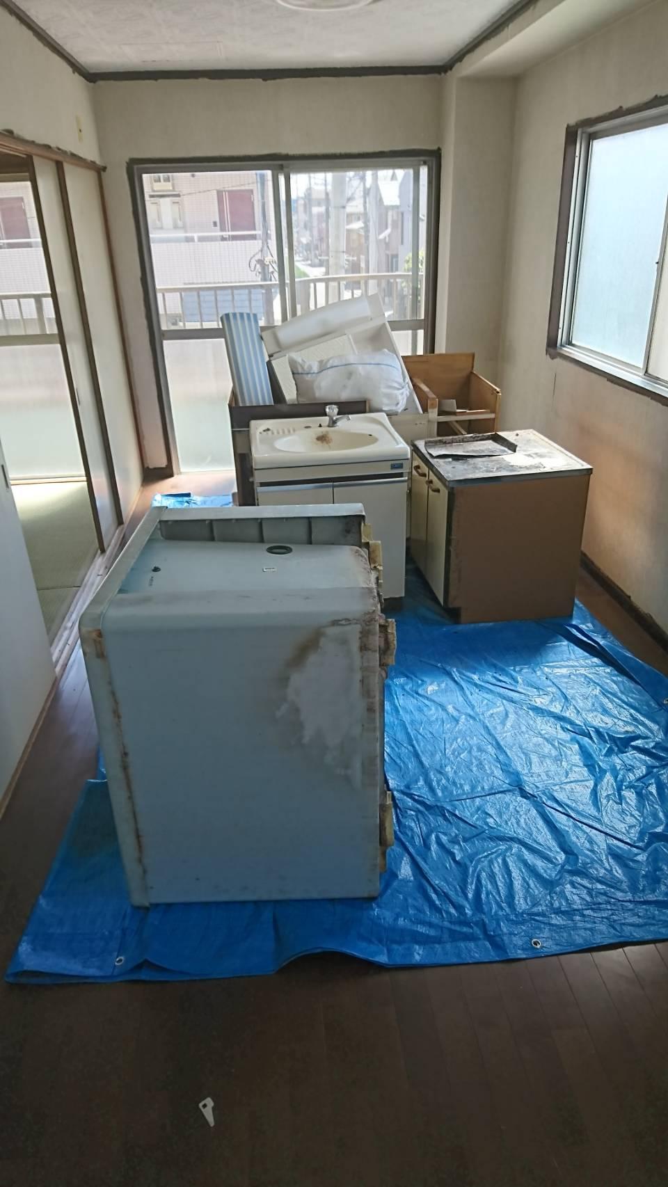 埼玉県新座市  リフォーム時に出るキッチンや浴槽や洗面台や便器など回収