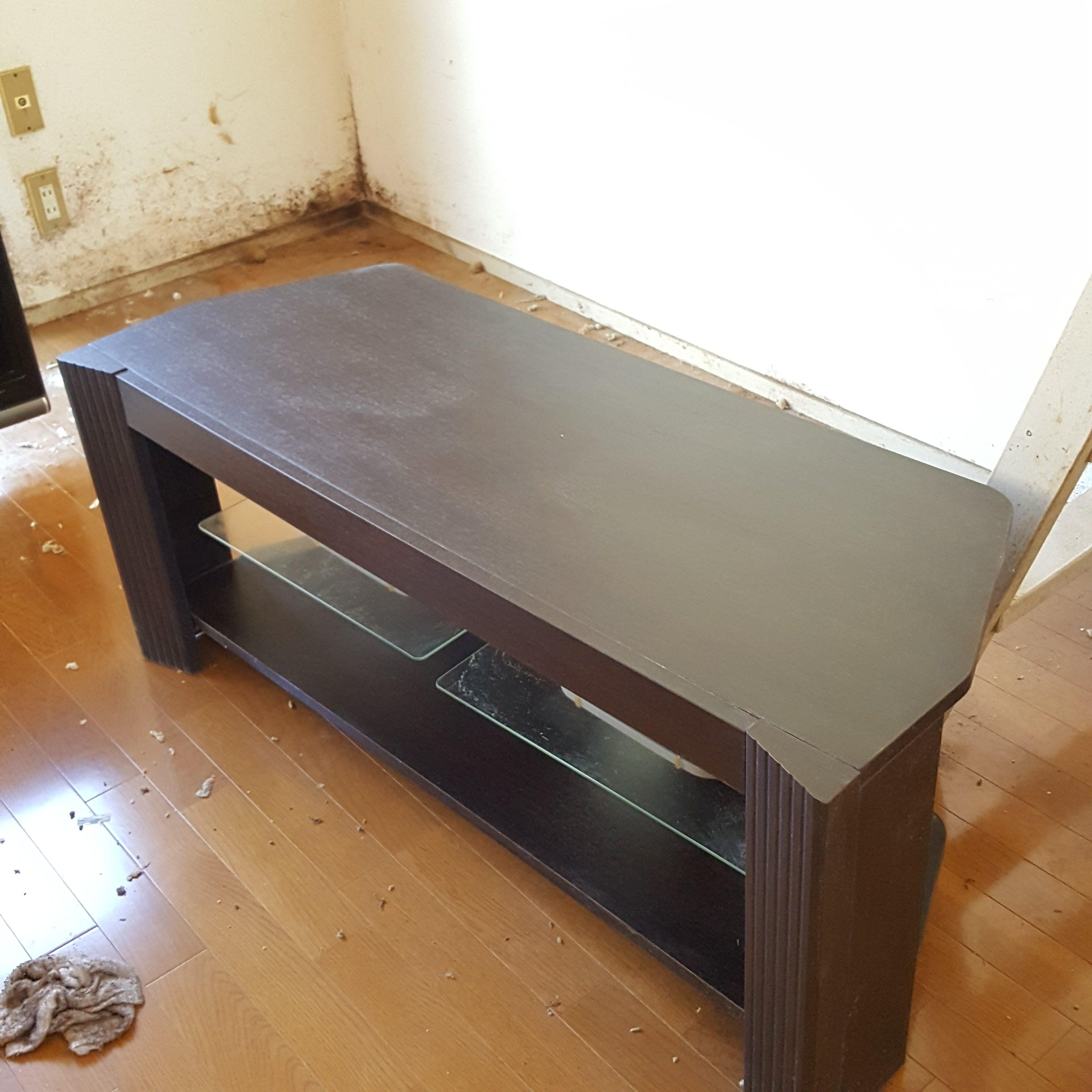 東京都世田谷区  テレビ回収とテレビ台周りの掃除